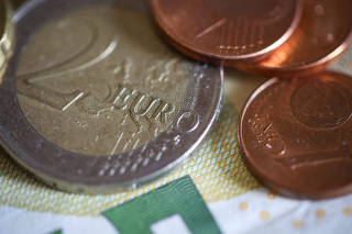 Euro-coins-close-up_free_stock_photos_picjumbo_HNCK7760-1080x720