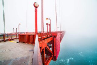 Walking-on-the-san-francisco-golden-gate-bridge-covered-in-fog_free_stock_photos_picjumbo_HNCK3890-1080x720